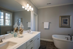 42_Bathroom_1_4812_Rampart_Street